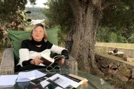 La Biblioteca del Consell d'Eivissa celebrará el Día del Libro con un recital poético de Ben Clark, Julio Herranz y Nora Albert