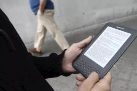 El Gobierno baja al 4% el IVA de libros electrónicos y prensa digital