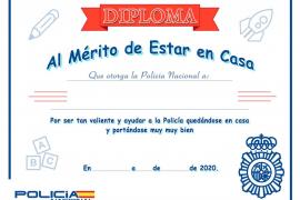La Policía Nacional reconoce con un diploma la conducta de los niños de Ibiza