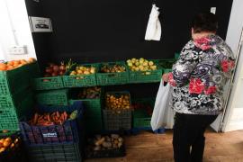 La entrega de alimentos en el local de 'Cristóbal', en imágenes .