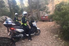 La Policía Local de Sant Antoni paralizan una obra y denuncian a un 'runner' cazado en Cala Salada