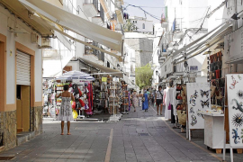Detienen a una pareja que se dedicaba a robar en tiendas de Vila y la Marina