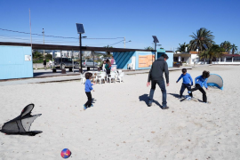 Vila abre las playas para que los pequeños puedan realizar paseos diarios