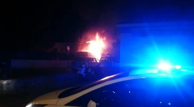 Sobresalto en Sant Antoni por el incendio de una furgoneta