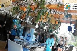 Villa de lujo, catering en un cuidado jardín, 'Dj' y mucho jeta