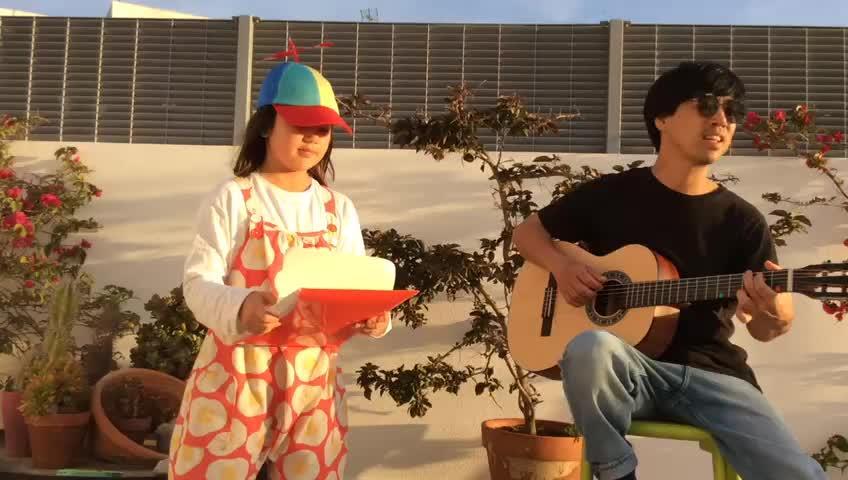 Una niña ibicenca de nueve años compone una canción sobre el coronavirus