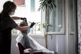 Las peluquerías reclaman la bajada del IVA al 10% para reactivar su actividad en la desescalada