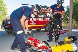 Laborioso rescate de una mujer y sus tres hijos, atrapados en Cala Blanca