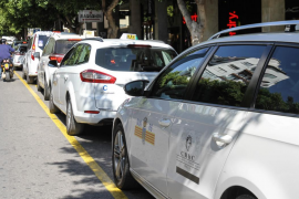 El Ayuntamiento de Ibiza suspende la prórroga de licencias para taxis estacionales