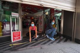 Los comercios del centro de Ibiza se preparan para una apertura 'a medio gas'