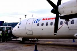 El Gobierno autoriza los vuelos regulares entre islas al 50% de su capacidad