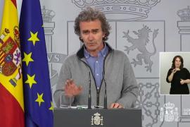 Fernando Simón: «La distancia en los aviones siempre debería mantenerse»