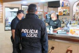 La Policía Local de Sant Antoni inspecciona 13 locales en los tres primeros días de la fase 1