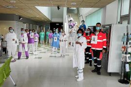 Los sanitarios homenajean a sus compañeros por su «ética y sacrificio»