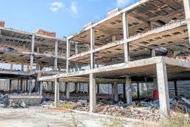 La propiedad del edificio okupa de es Viver debe más de 200.000 euros a Vila