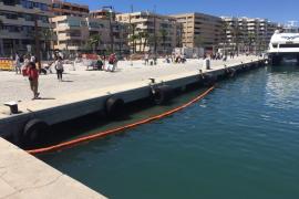 Rescatan a un hombre que iba bebido y se cayó al agua en el puerto de Ibiza