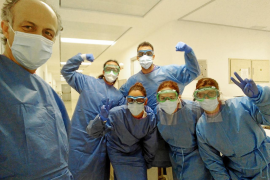 Una paciente de 87 años recibe el alta por segunda vez de COVID-19