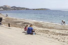 Los ayuntamientos de Ibiza preparan la reapertura de playas a ciegas