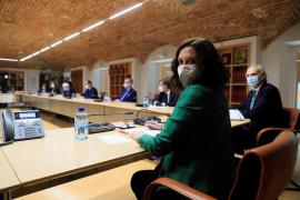 Díaz Ayuso se reúne con colectivos sanitarios