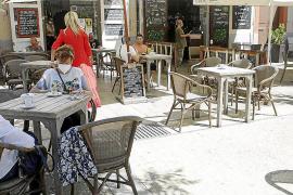 Vila autoriza aumentar su terraza a los bares de la Plaza del Parque