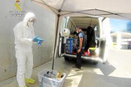 Tedax-NRBQ de la Guardia Civil desinfectan Can Misses