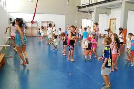 Varios niños, durante una actividad.