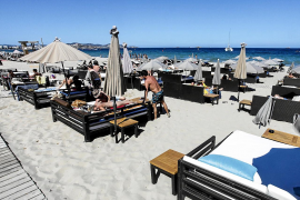 Las playas de Sant Josep se preparan para un servicio de hamacas «seguro»