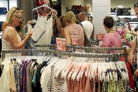 El 64% de los empresarios de Eivissa señala que el inicio de las rebajas ha sido peor que el año pasado