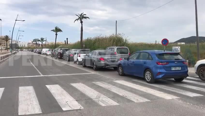 Largas colas por las obras de reasfaltado en la avenida Santa Eulària de Ibiza