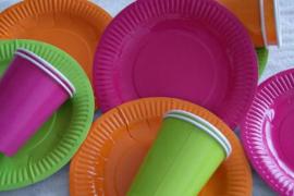 Los vasos de plástico de un solo uso dejarán de ser gratis en 2023