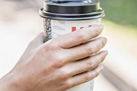 Las cafeterías españolas cobrarán el vaso de café para llevar