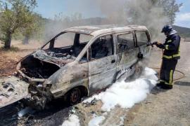 Sobresalto por el incendio de una furgoneta en Sant Miquel