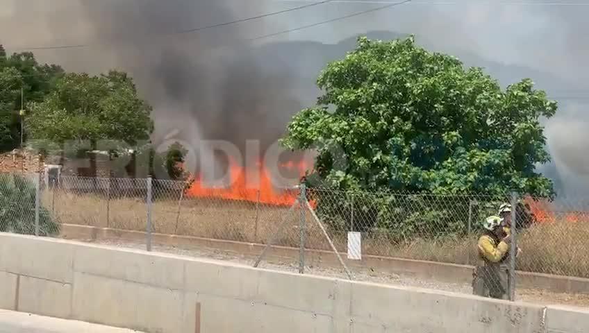 Alarma por un fuego que devoró 3,8 hectáreas y obligó a desalojar a medio centenar de personas