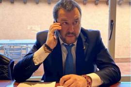 Salvini: «El mar de Cerdeña es mejor que el de Grecia y Formentera»