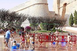 Batalla de agua contra el calor por Sant Cristòfol