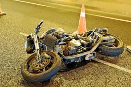Fallece un hombre mientras conducía su coche y choca contra otro turismo