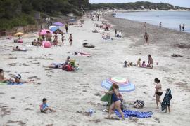 Varias personas, en una playa de Ibiza durante la fase 2.