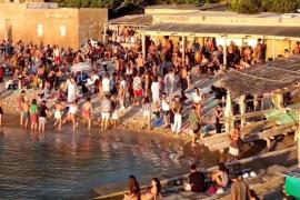Sant Joan limitará los domingos de 17.00h a 23.00 horas el acceso a la playa de Benirràs