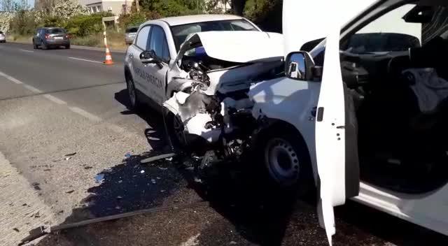 Dos jóvenes en la UCI tras un choque frontal en la carretera de Sant Josep