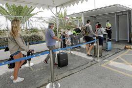 Formentera empieza a recibir los primeros turistas de Mallorca e Ibiza