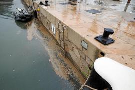 Vuelven los vertidos fecales al puerto de Ibiza