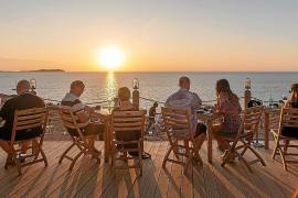 Unas de las mejores puestas de sol de Ibiza acompañadas de música chill out