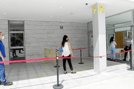 Un detenido con 'coca' y éxtasis en el acceso al aeropuerto se enfrenta a 22 meses de cárcel