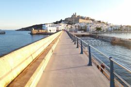 Abierto el paseo del dique de abrigo del puerto de Ibiza tras las obras de mantenimiento