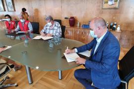 El Consell de Ibiza firma un convenio con Cáritas y Cruz Roja