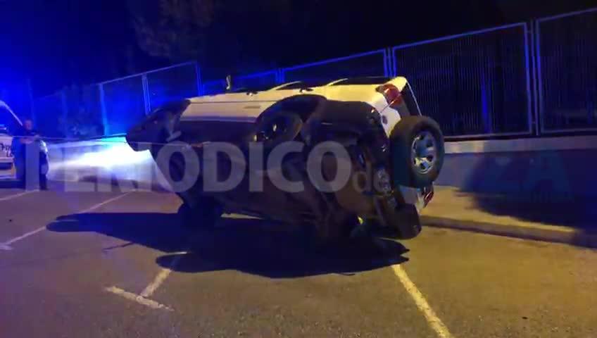 Dos heridos leves en un aparatoso vuelco de un todoterreno en Ibiza
