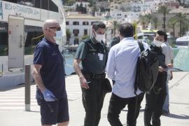 La Guardia Civil impide el embarque a nueve pasajeros en Ibiza
