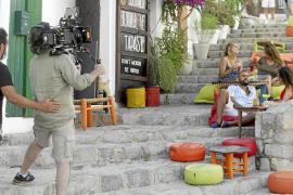 Ana Vide, Olivia Molina y Juan Pucher ruedan hasta mañana en Ibiza 'La vida islado'