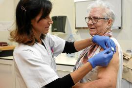 El IB-Salut compra un 37 % más de vacunas de la gripe para este otoño