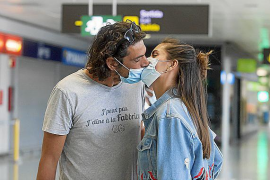 Ibiza da su particular 'Willkommen' a los primeros turistas de la temporada